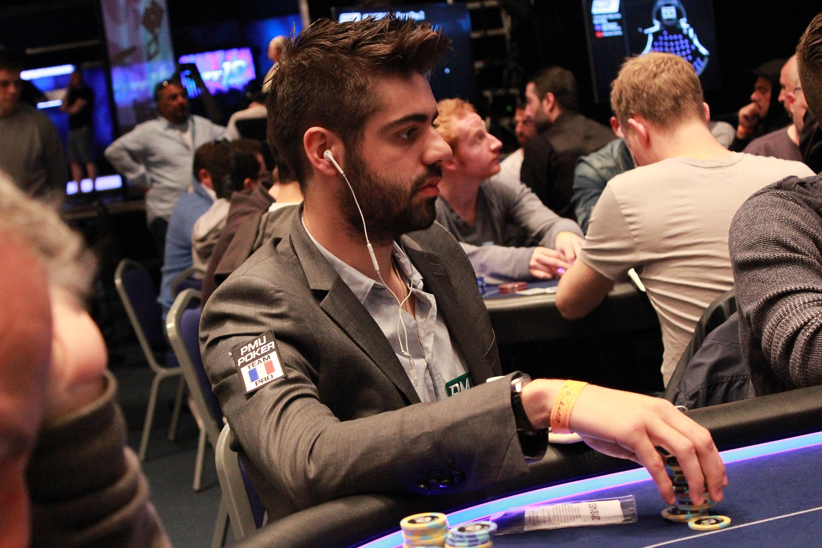 Ept grand final yoh busto blog poker de pmu poker for Chaise yoh viral
